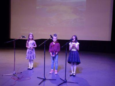 Ученици рецитират стихове на Дора Габе и Атанас Цанков - 9 ОУ Пейо Крачолов Яворов - Благоевград