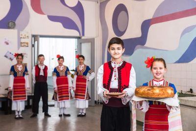 Посрещане на европейските партньори на 9ОУ от Испания, Португалия, Турция, Полша и Гърция - 9 ОУ Пейо Крачолов Яворов - Благоевград
